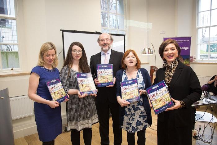Brian Mac Craith, Róisín O'Hara, Caitríona Ní Chléirchín, Caoimhe Nic Lochlainn agus Anna Heussaff